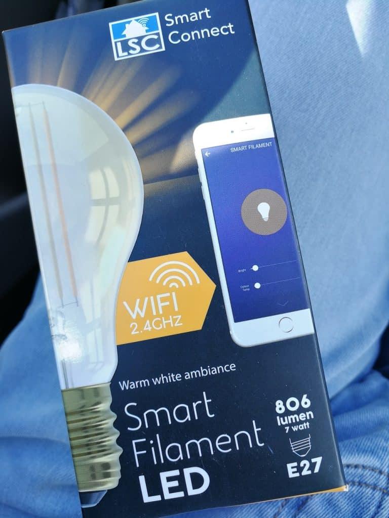 Test de l'ampoule à filaments connectée de chez Action